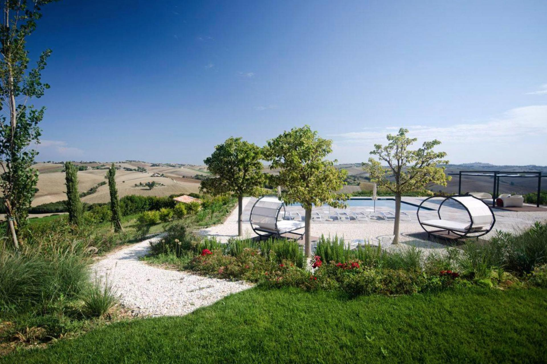 Agriturismo Marche Attractively situated country house with bistro