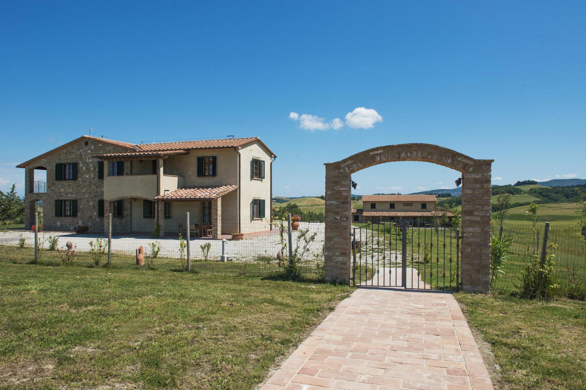 Agriturismo Tuscany Family-friendly agriturismo Tuscany with lovely pool