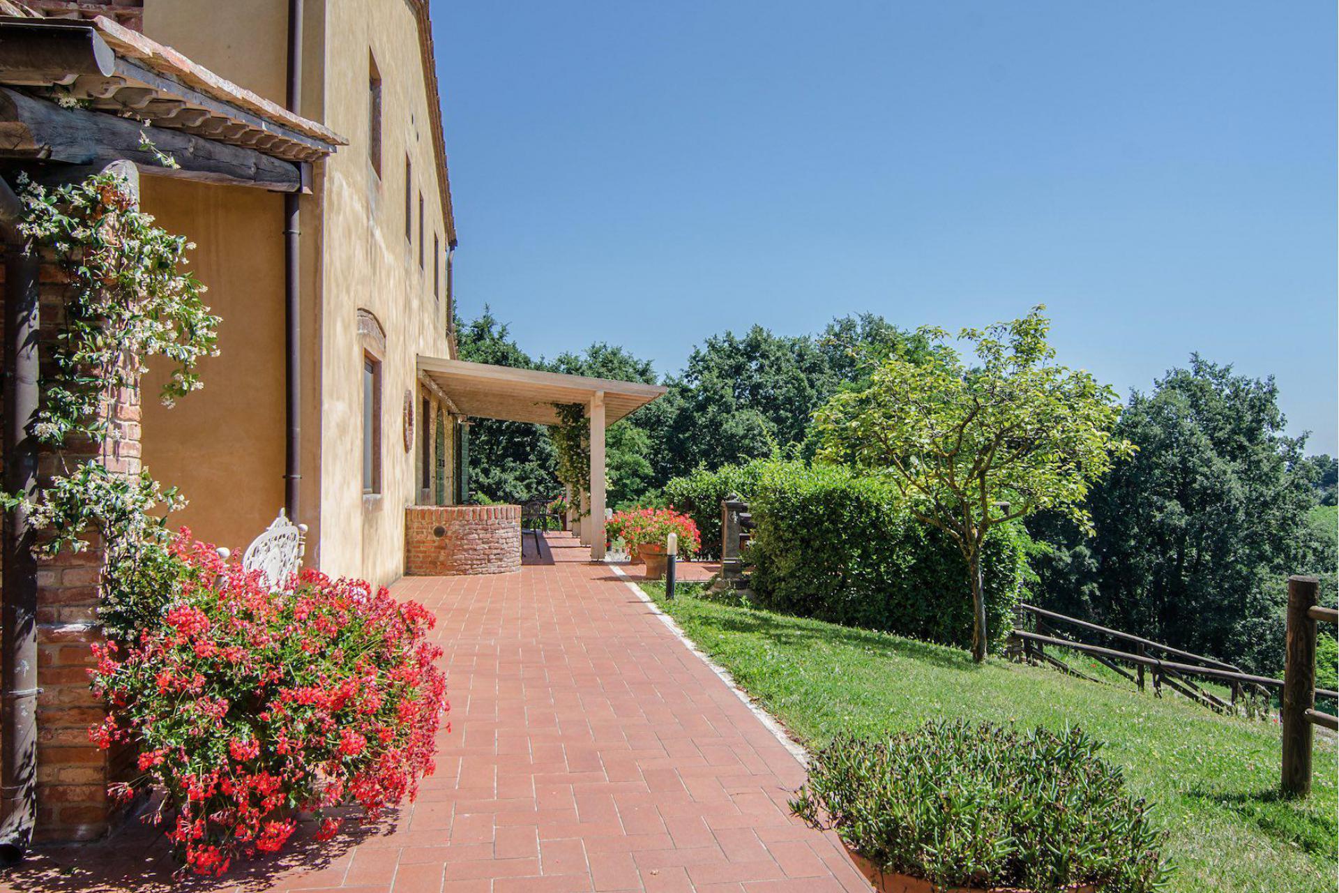 Agriturismo Tuscany Luxury agriturismo near San Gimignano in Tuscany